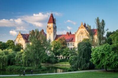 El edificio de la Facultad de Arquitectura de la Universidad Tecnológica de Wroclaw Breslavia Polonia