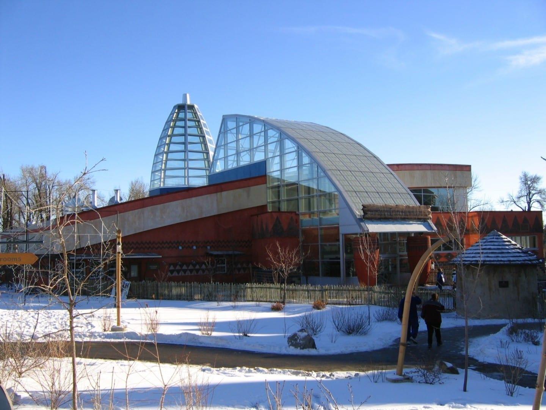 El edificio de la Sabana Africana en el zoológico de Calgary Calgary Canadá