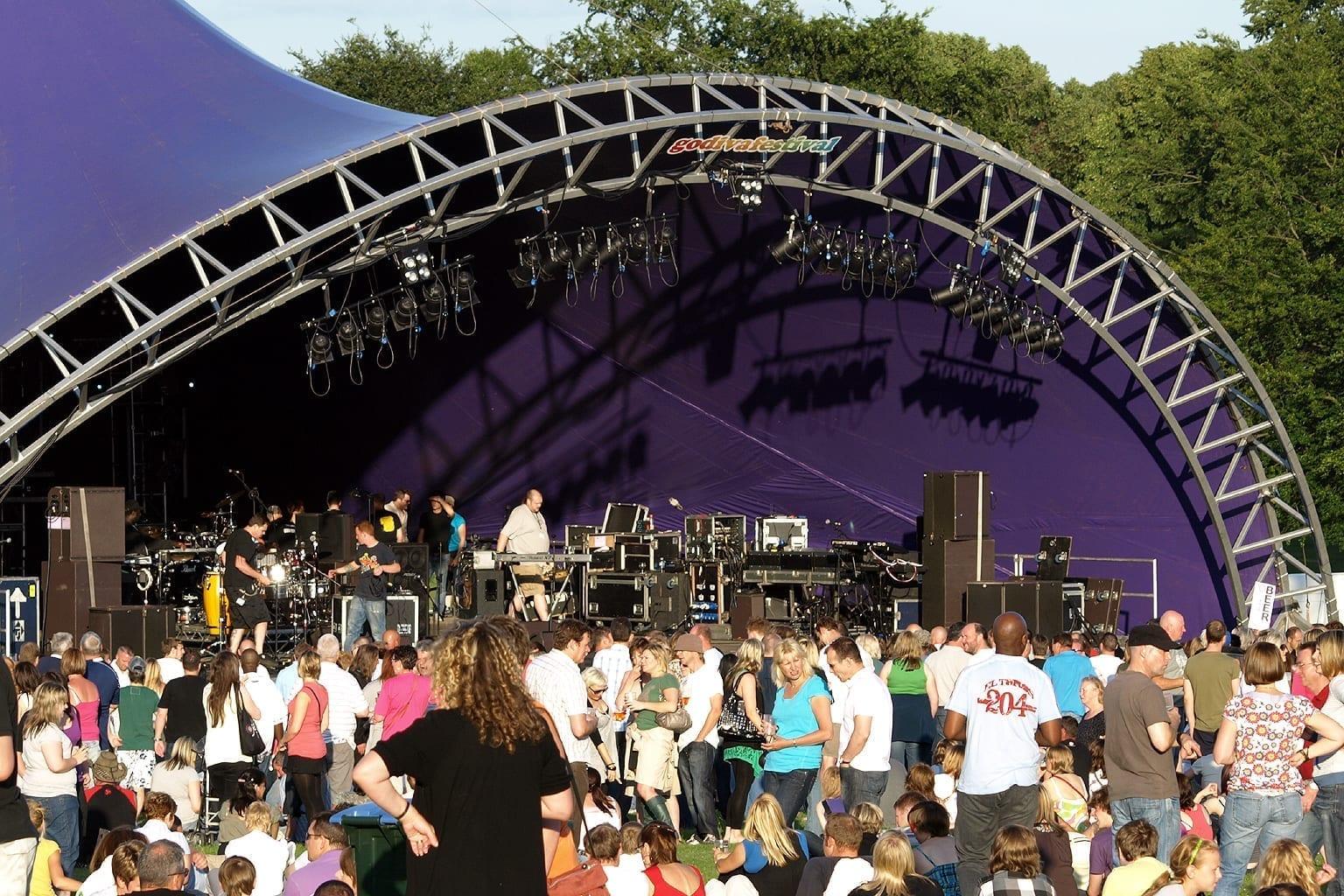 El escenario principal eléctrico del Festival Godiva 2009 Coventry Reino Unido