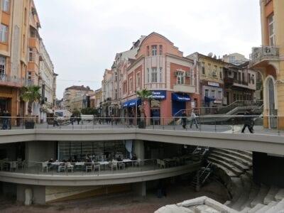 El Estadio Romano (visto desde los asientos) está literalmente bajo las calles de la ciudad de Plovdiv. Plovdiv Bulgaria