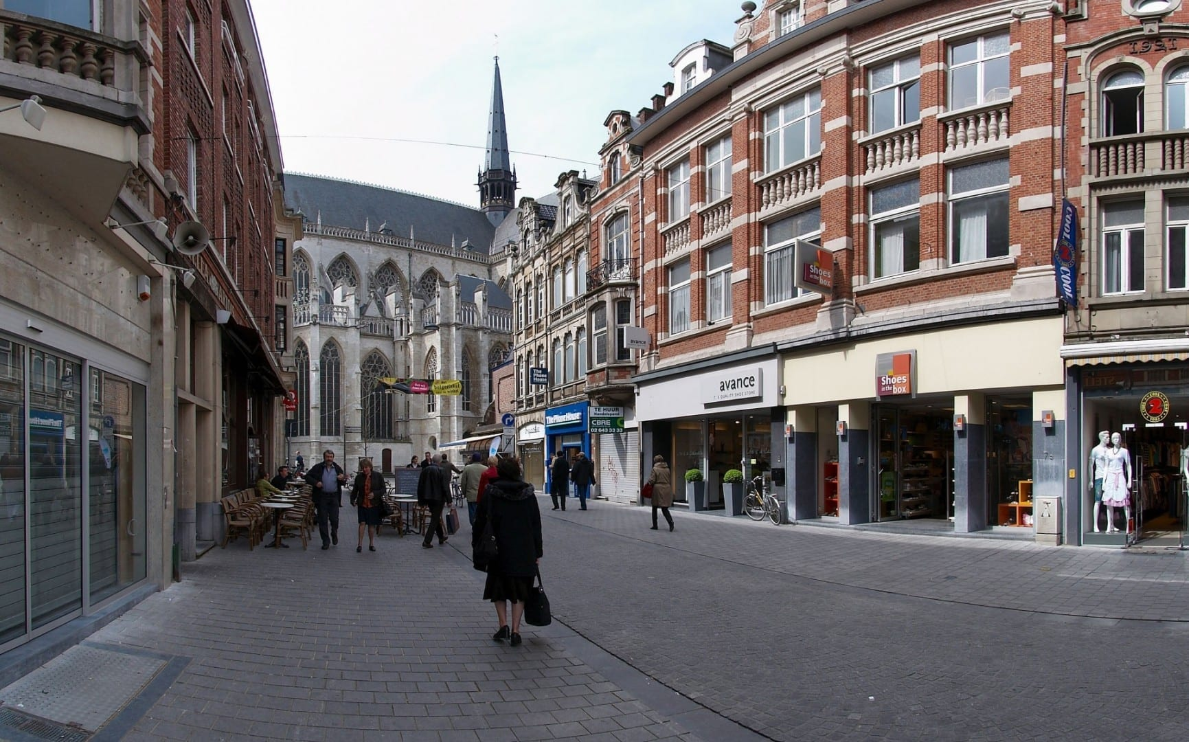 El final de la Diestsestraat, cerca de la Iglesia de San Pedro. Lovaina Bélgica
