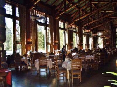 El Gran Comedor del Majestuoso Hotel Yosemite (antes Ahwahnee) Yosemite Parque Nacional CA Estados Unidos