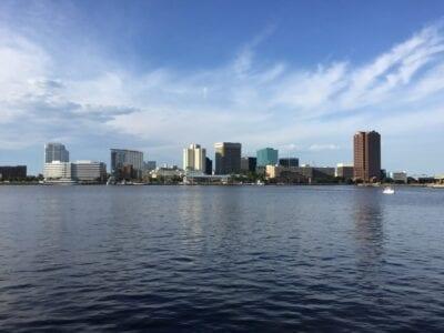 El horizonte de Norfolk Norfolk VA Estados Unidos