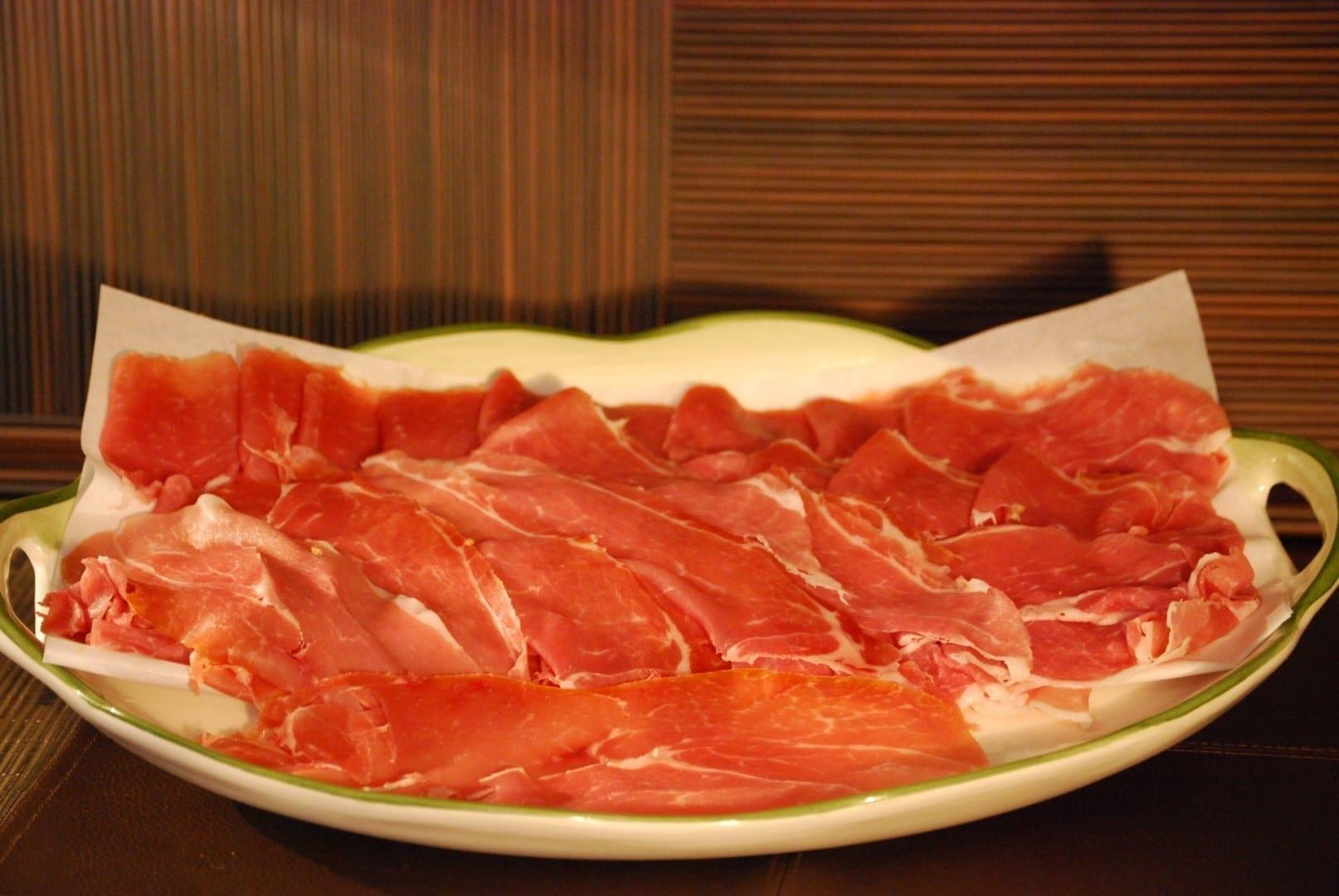 El jamón de Parma, uno de los alimentos que hizo famosa a Parma Parma Italia