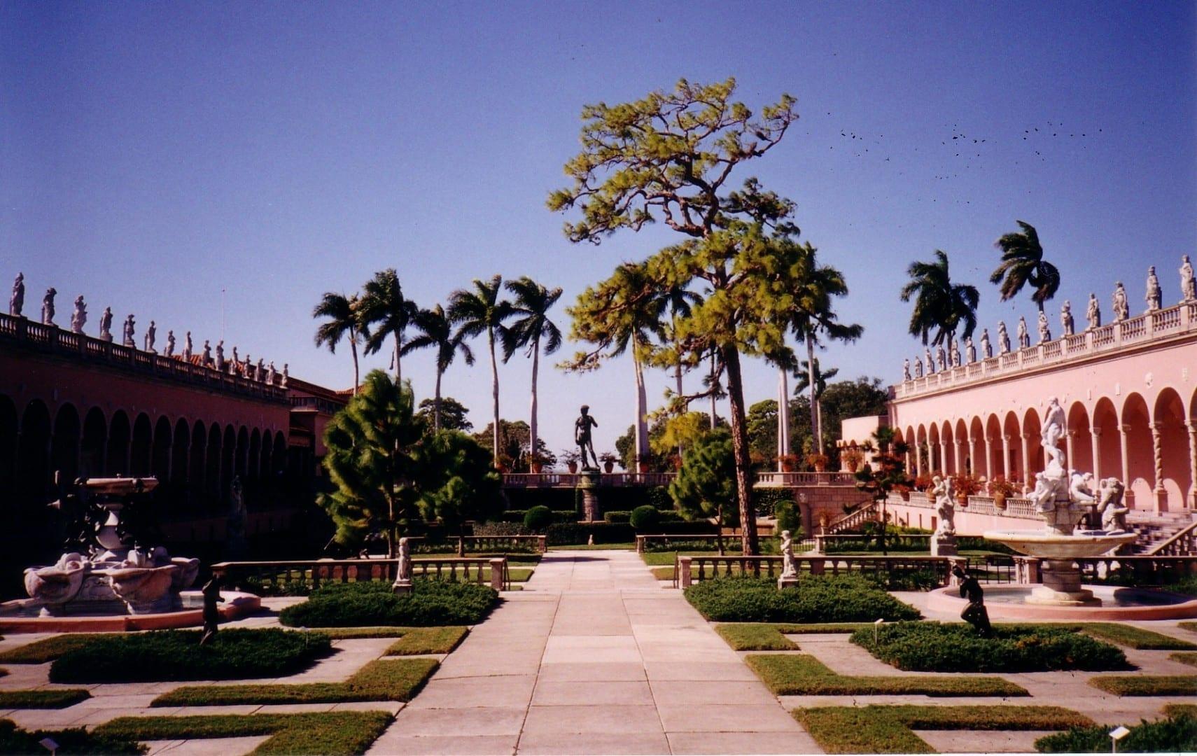 El jardín de la mansión Cà d'Zan Sarasota FL Estados Unidos