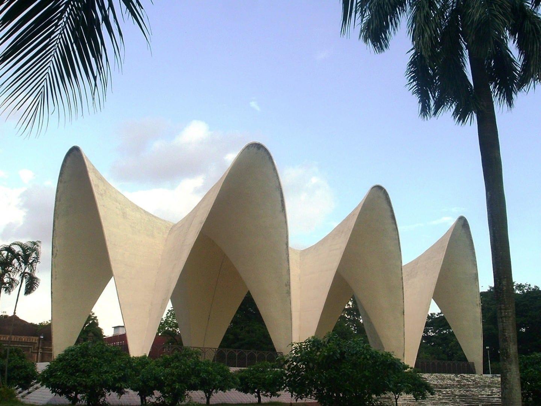 El mausoleo de los tres primeros británicos de Bengala en Suhrawardy Udyan Daca Bangladesh