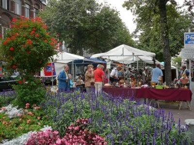 El mercado de pulgas del sábado en Maastricht Maastrich Países Bajos
