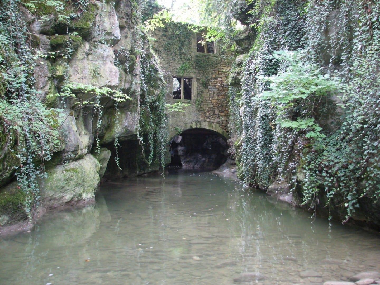 El molino de agua en Gor de Vauseyon Neuchâtel Suiza