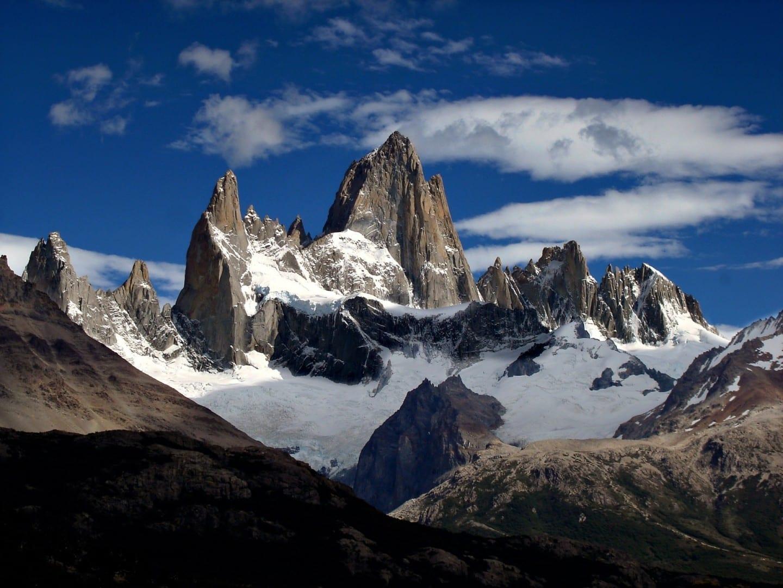 El Monte Fitz Roy, una de las montañas más desafiantes técnicamente de la Tierra para los montañeros. El Chaltén Argentina