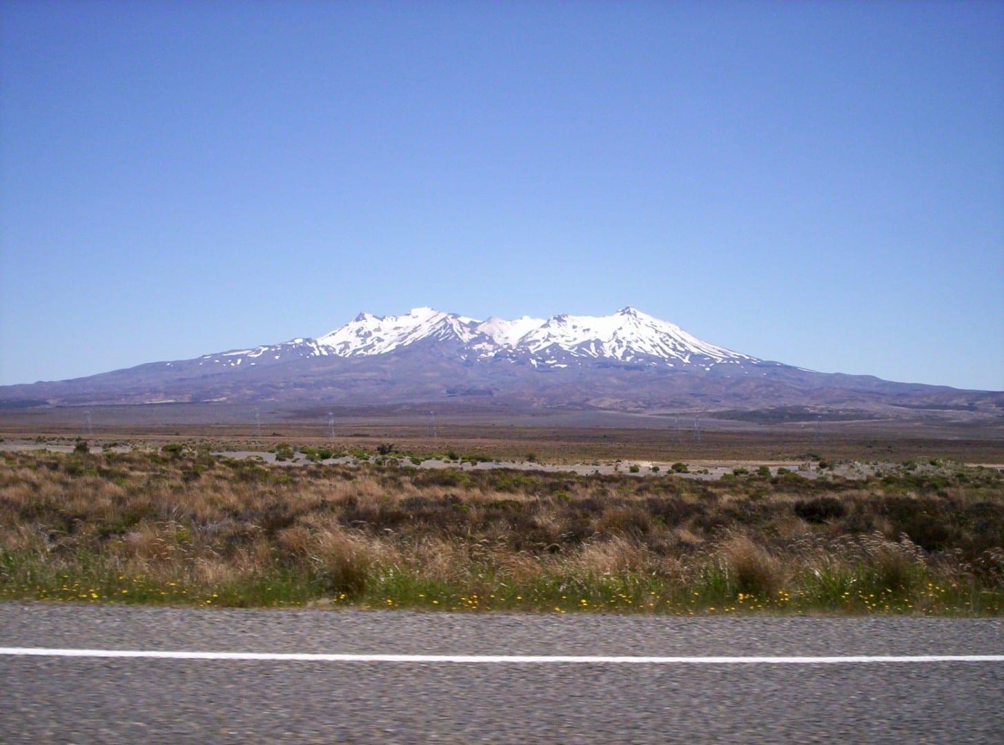 El Monte Ruapehu desde el Camino del Desierto a mediados de enero (verano) Tongariro Nueva Zelanda