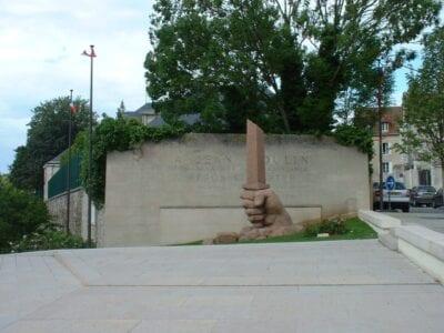 El monumento a Jean Moulin Chartres Francia