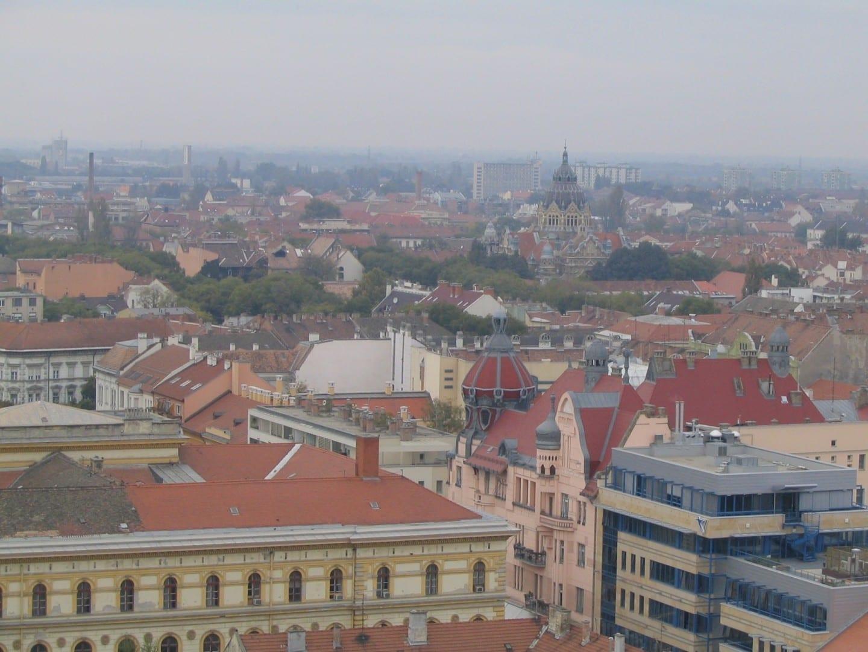 El paisaje de la ciudad de Szeged visto desde lo alto de la catedral Szeged Hungría
