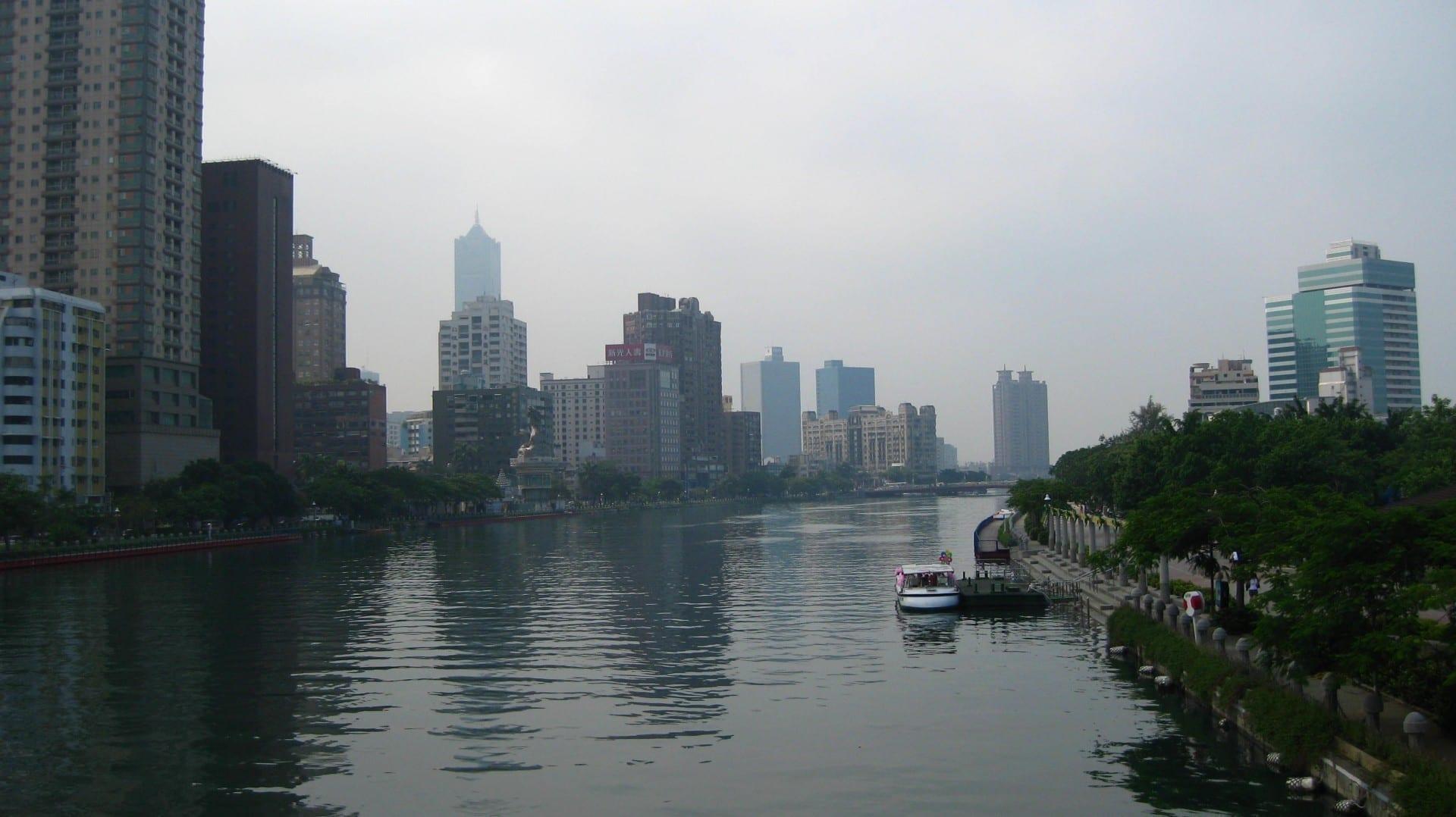 El Río del Amor fluye a través del corazón de Kaohsiung. Kaohsiung Taiwán
