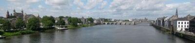 El río Maas y el puente de San Servacio desde el Hoeg Brogk Maastrich Países Bajos