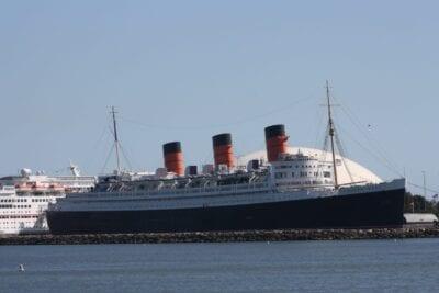 El RMS Queen Mary atracó en el puerto de Long Beach Long Beach CA Estados Unidos