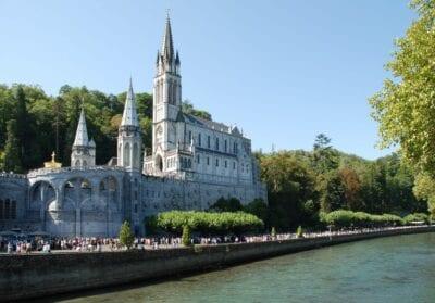 El Santuario de Nuestra Señora de Lourdes Lourdes Francia