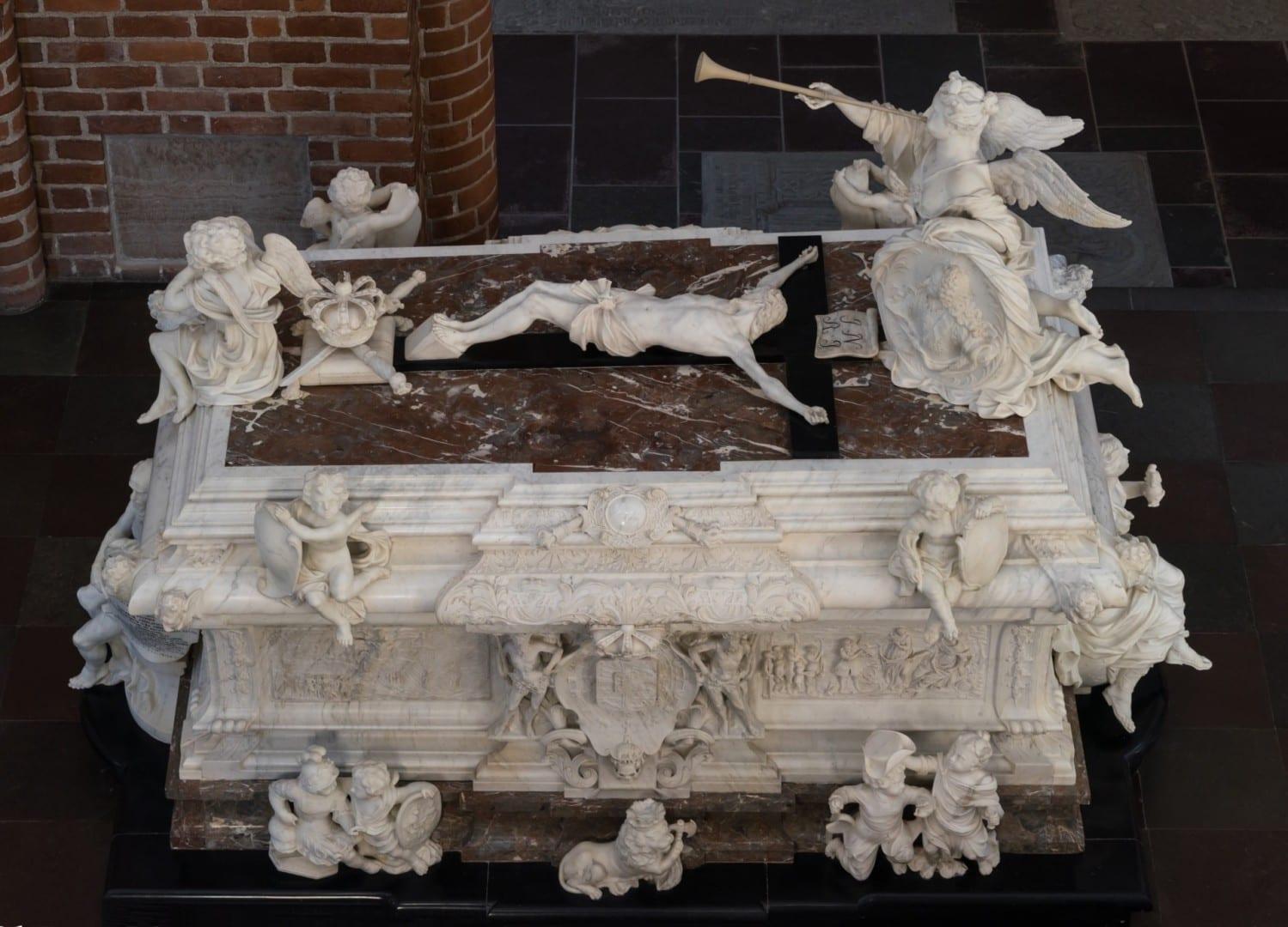 El sarcófago del rey Federico IV de Dinamarca en la catedral de Roskilde Roskilde Dinamarca