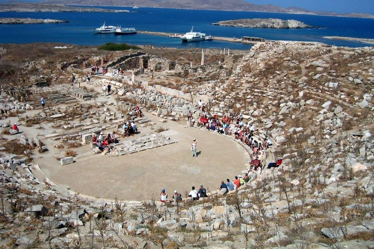El teatro de mármol conservado en Delos Miconos Grecia