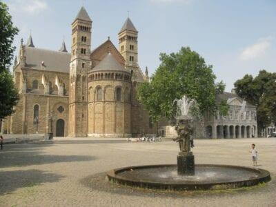 El Vrijthof y la Basílica de San Servacio Maastrich Países Bajos
