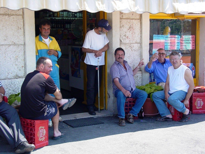 En un bar local Sibenik Croacia