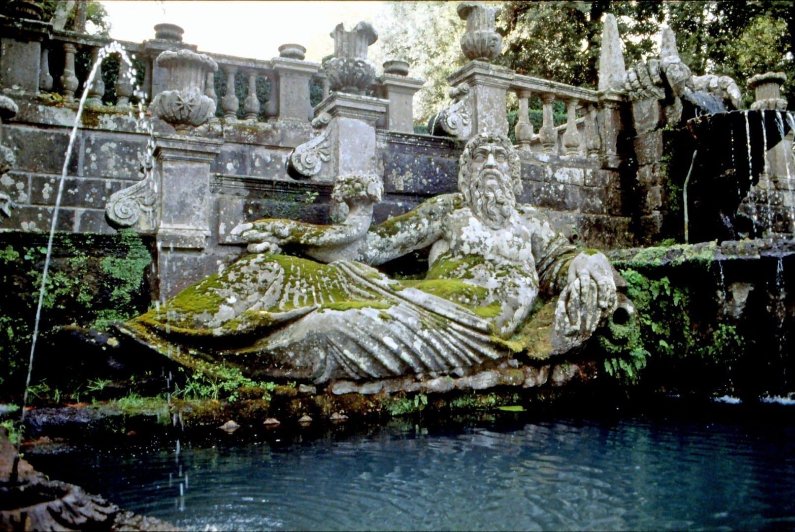 Fuente en Villa Lante Viterbo Italia