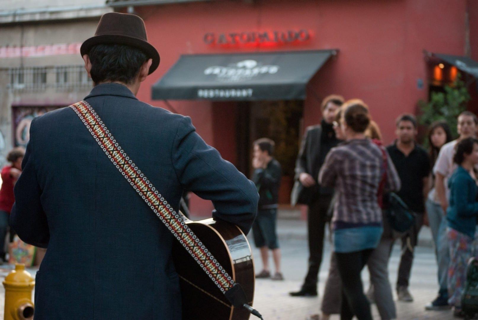 Guitarrista en el Barrio Lastarria Santiago de Chile Chile
