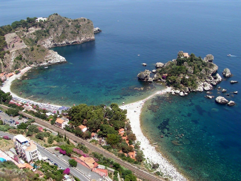 Isola Bella desde la colina Taormina, Sicilia Italia