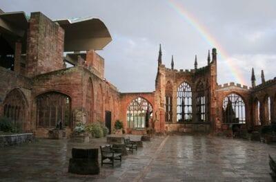 La antigua catedral de Coventry, conservada como una reliquia Coventry Reino Unido
