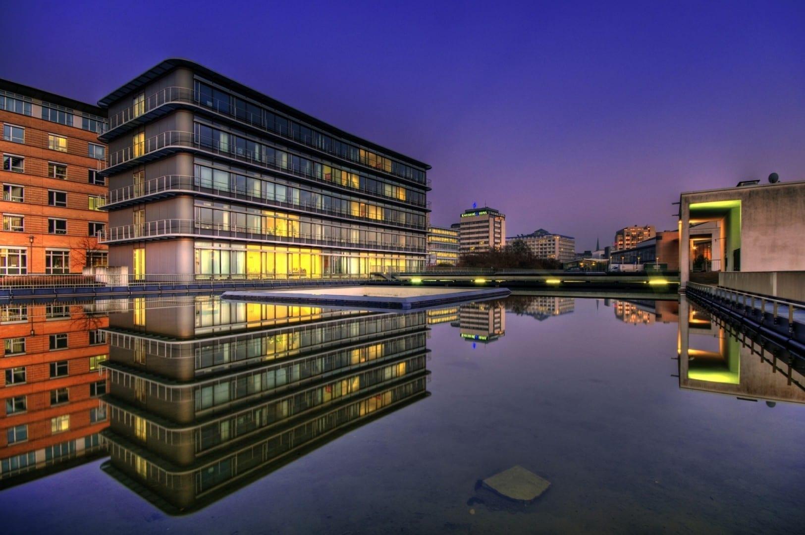 La arquitectura moderna en la Hafenstraße Sarrebruck Alemania
