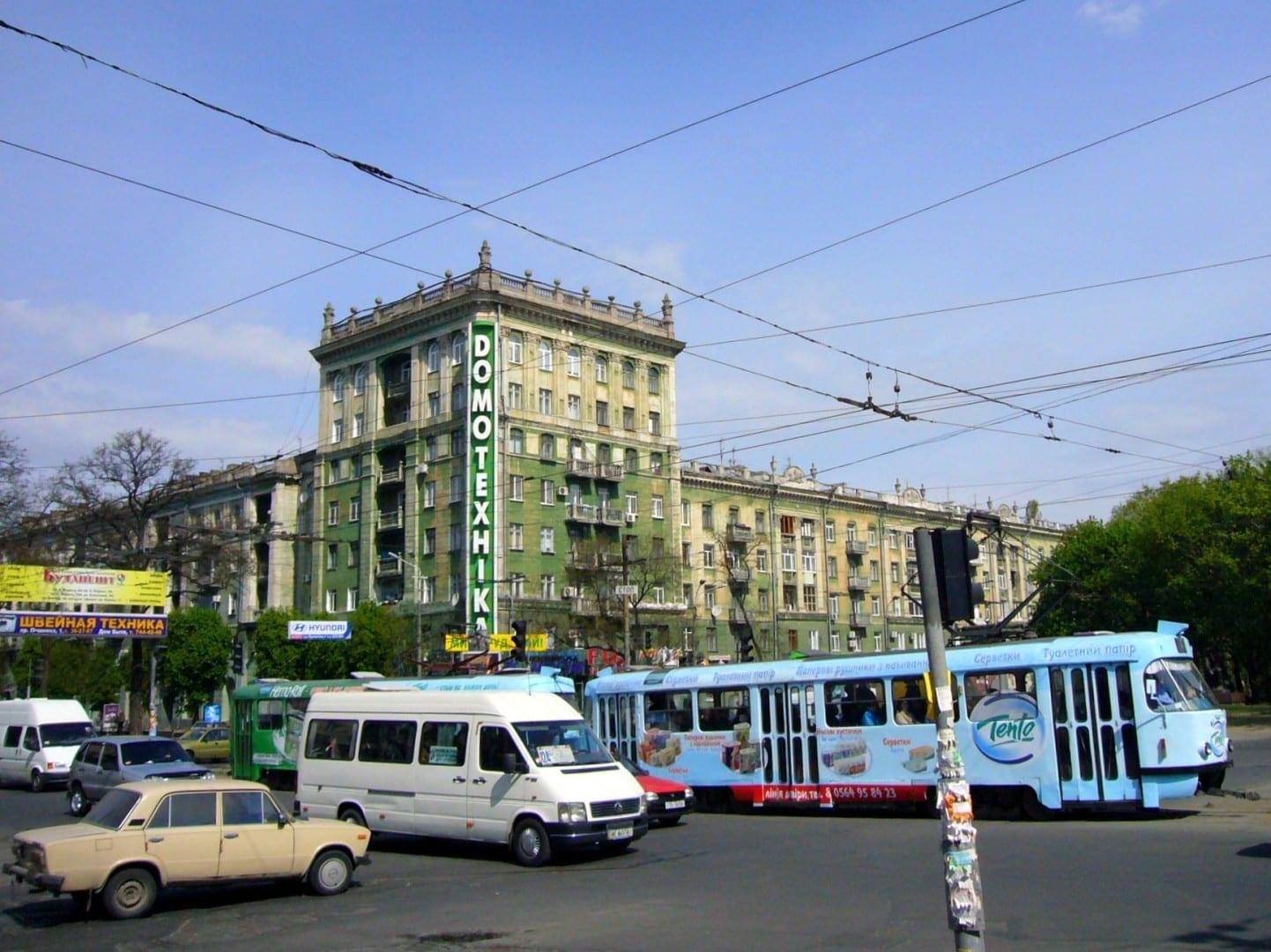 La avenida Dmytro Yavornytskiy en Dnipro Dnipro Ucrania