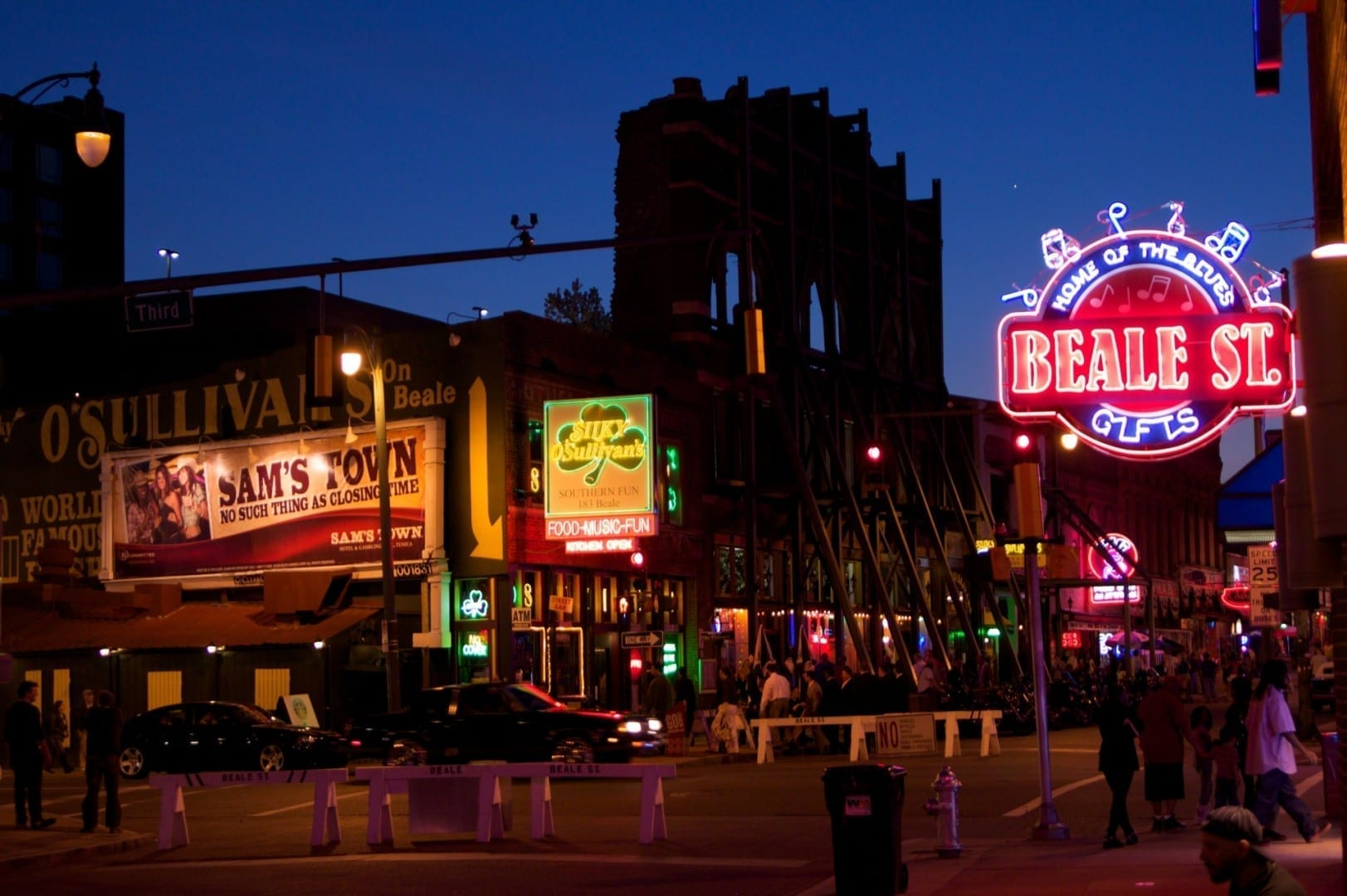 La calle Beale cobra vida al atardecer Memphis (Tennessee) Estados Unidos