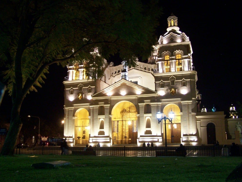 La Catedral y la Plaza San Martín de noche Cordoba Argentina