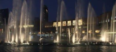 La fuente del centro comercial de Dubai Dubai Downtown Emiratos Árabes Unidos