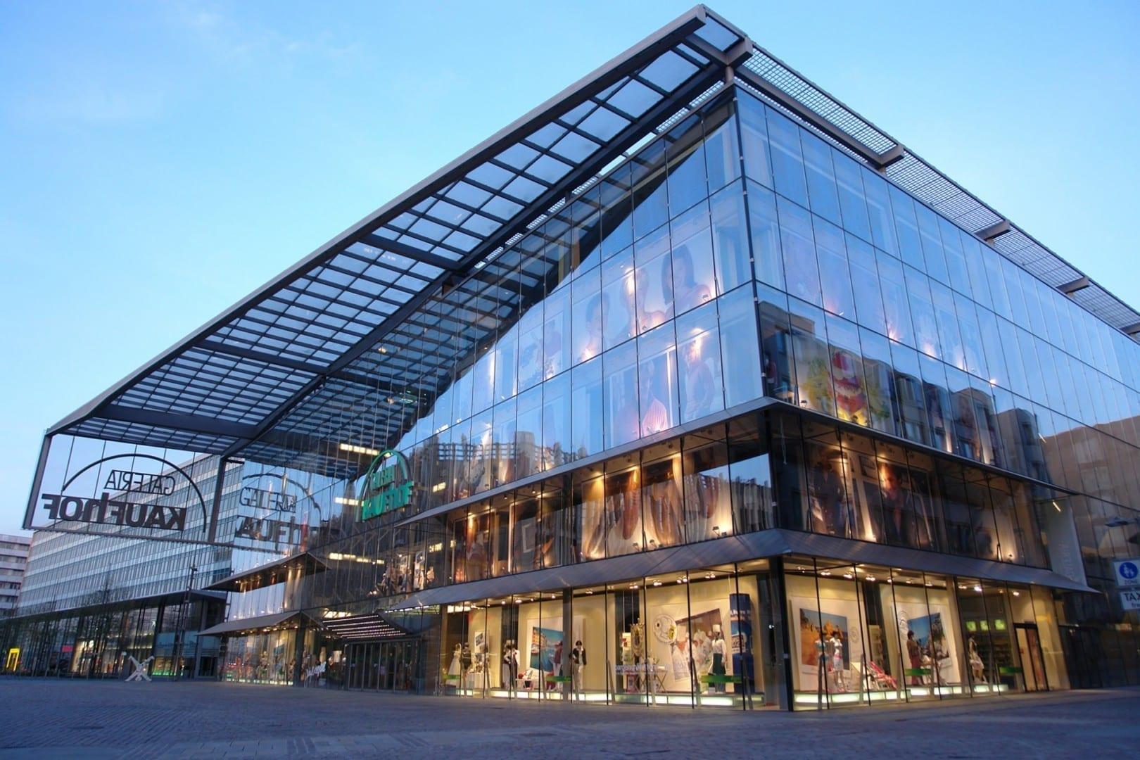 La Galería Kaufhof es uno de los edificios más nuevos de Chemnitz Chemnitz Alemania