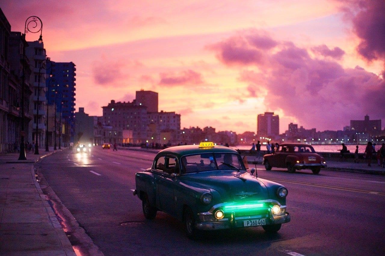 La Habana Coche Noche Cuba