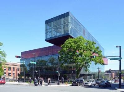La nueva Biblioteca Central de Halifax. La azotea está abierta al público y ofrece unas vistas espectaculares tanto del puerto como de la colina. Halifax (Nueva Escocia) Canadá