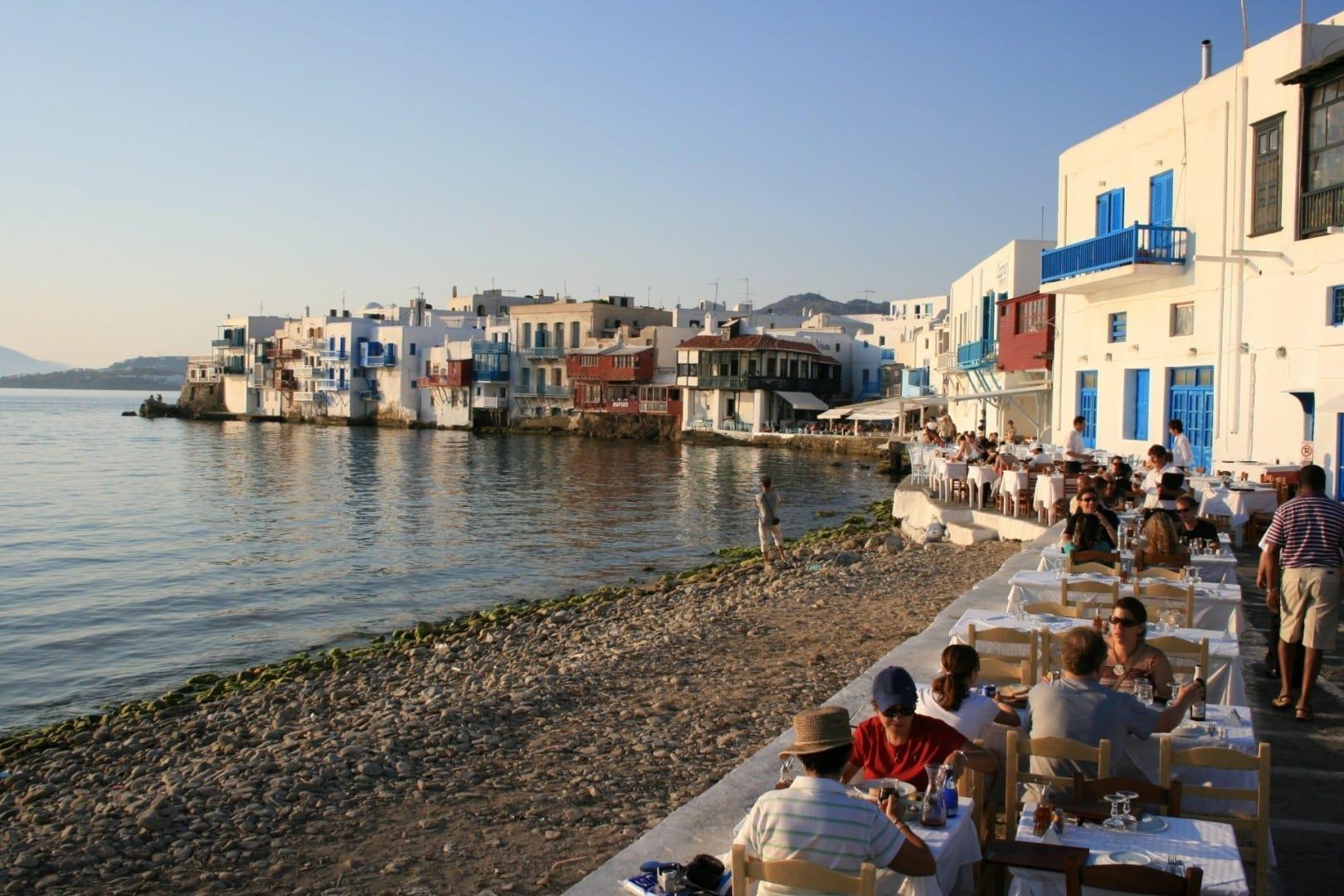 La pequeña Venecia en la ciudad de Mykonos Miconos Grecia
