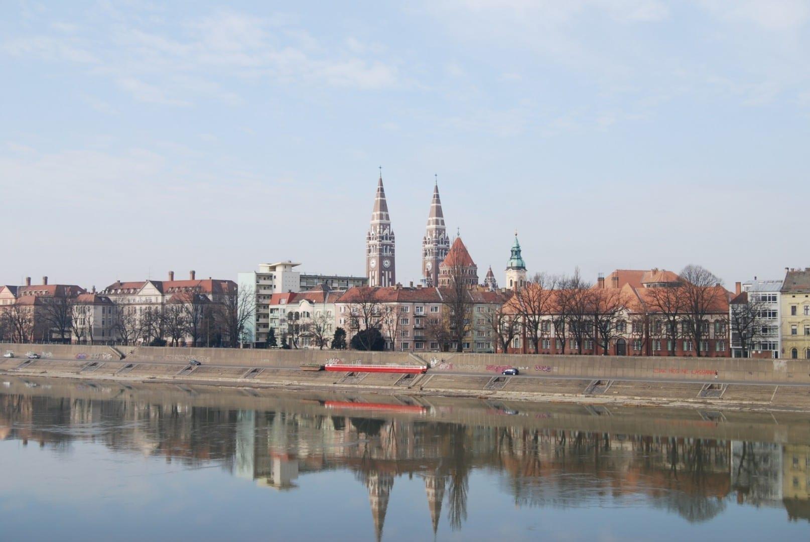 La ribera del río Tisza en Szeged Szeged Hungría