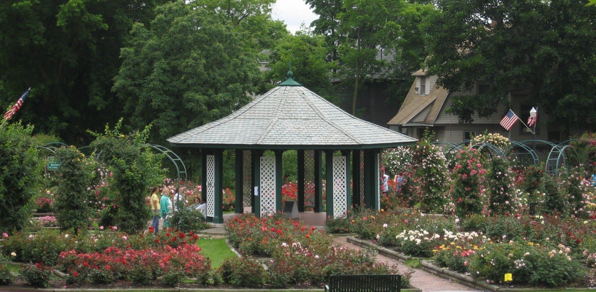La rosaleda del Dr. E. M. Mills en el Parque Thornden Syracuse NY Estados Unidos