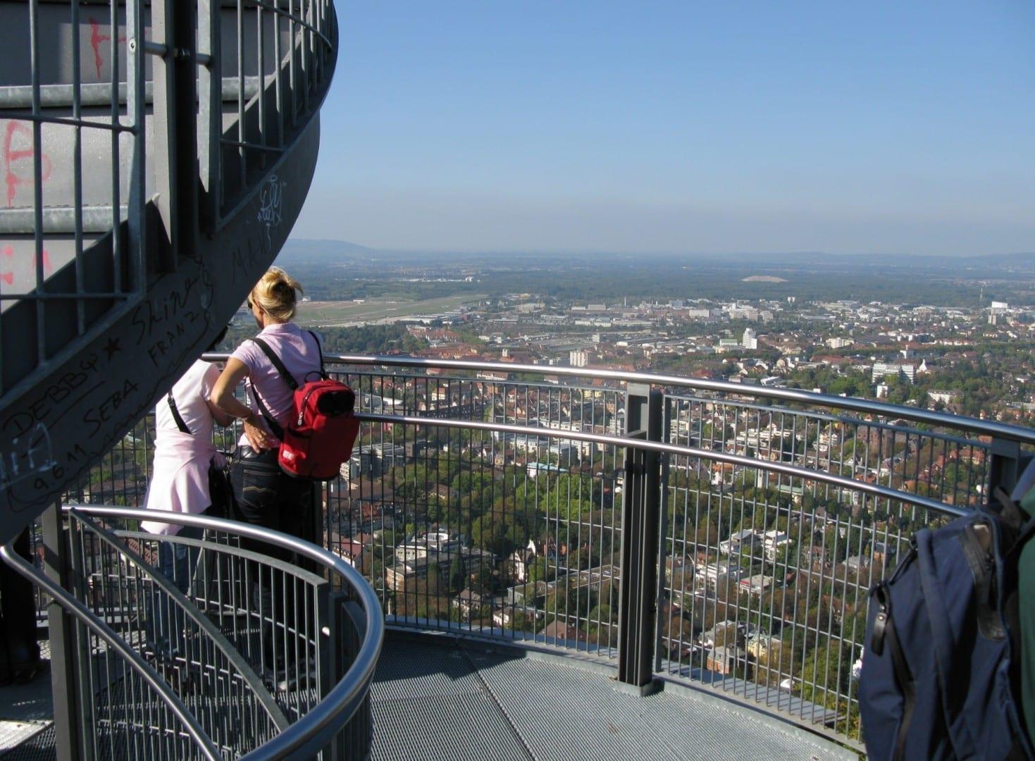La torre de observación de Schlossbergturm Freiburg im Breisgau Alemania