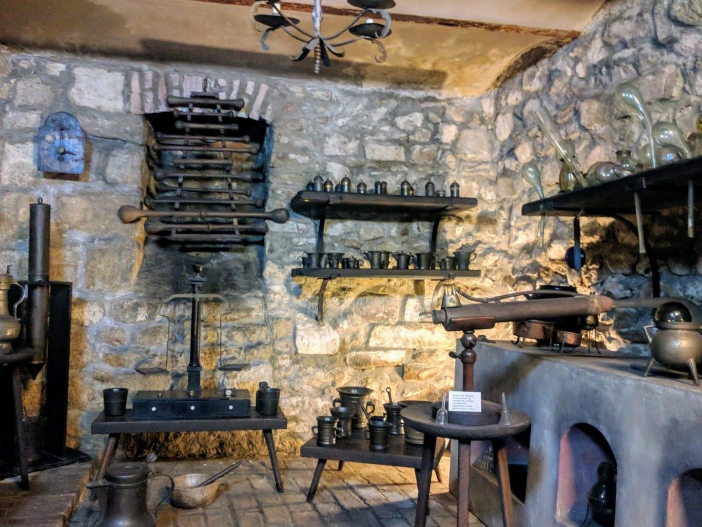 Laboratorio medieval en el Museo Farmacéutico Cluj Napoca Rumania