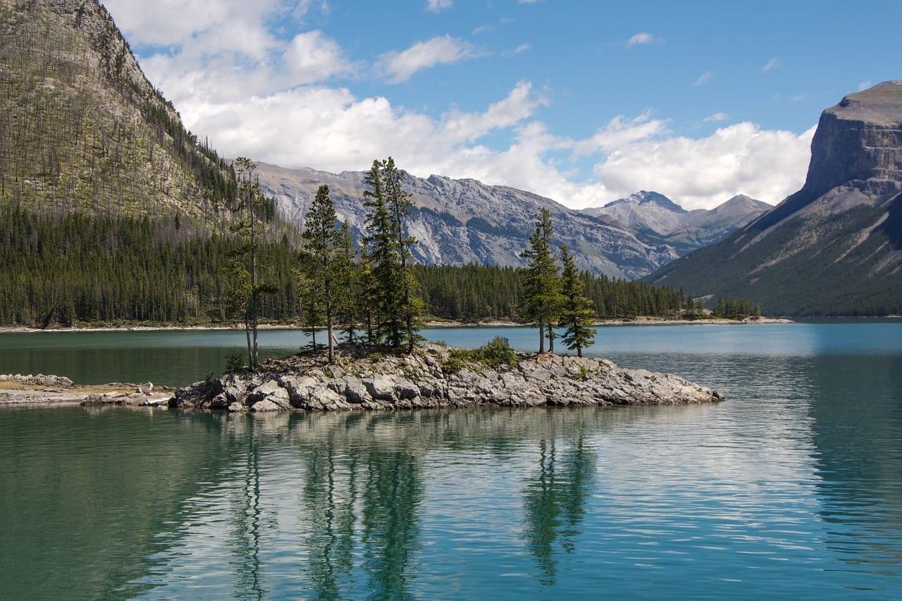 Lago Minnewanka Banff Alberta Canadá