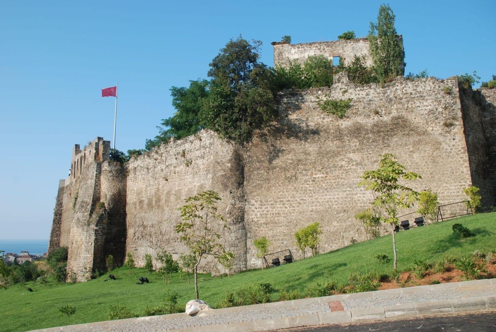 Las antiguas murallas de la ciudad de Trabzon Trebisonda Turquía