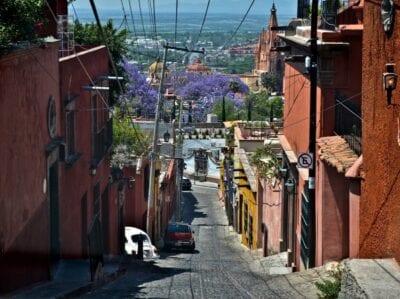 Las estrechas calles de San Miguel de Allende. San Miguel de Allende México
