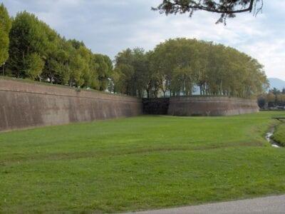las murallas de la ciudad Lucca Italia