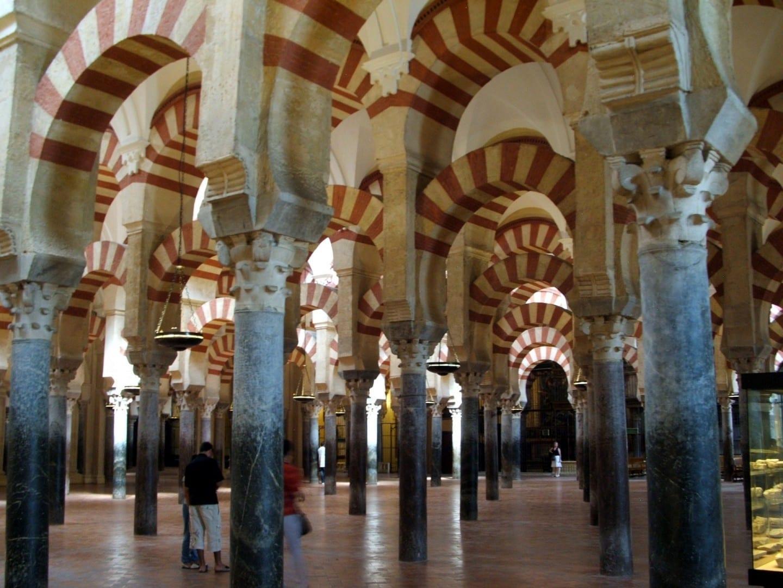 Los famosos arcos de la Mezquita Córdoba España