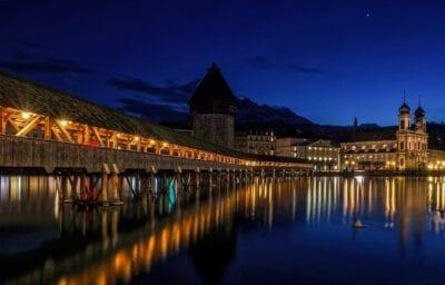 Lucerna Puente De La Capilla Históricamente Suiza
