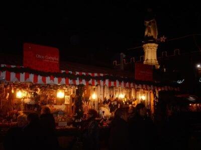 Mercado de Navidad en la Plaza Walther Bolzano Italia
