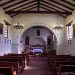 Misión Santa Cruz, interior de la capilla reconstruida Santa Cruz CA Estados Unidos