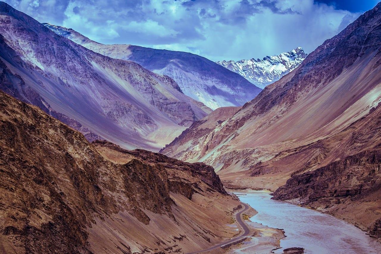 Montañas Río Leh India